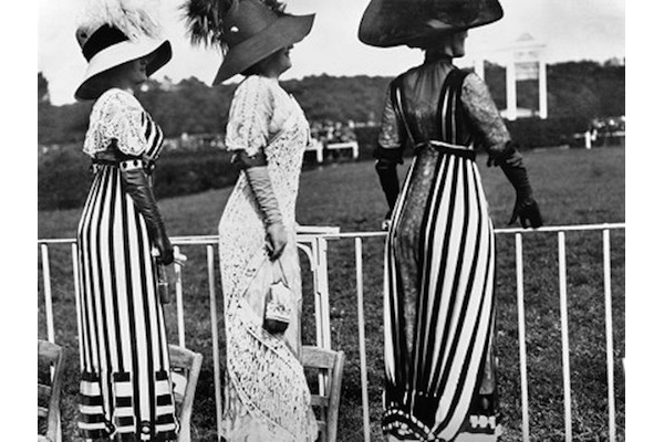 オートゥイユ競馬場の障害レース  1911年6月23日<br /> Photographie Jacques Henri Lartigue ©Ministère de la Culture - France/AAJHL